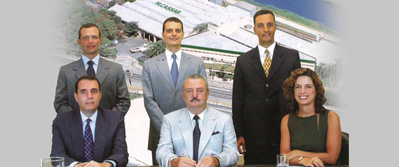 1990 | O Grupo M.Cassab passa a ser propriedade exclusiva de Fábio, de sua esposa e de seus filhos. Se mantém até hoje como uma empresa de capital 100% nacional.