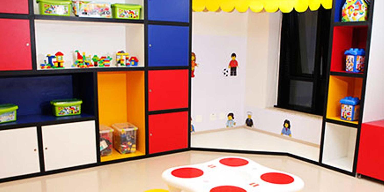 2010 | São inauguradas as Brinquedotecas LEGO no Hospital das Clínicas e no Hospital Sírio Libanês, ambos em São Paulo.